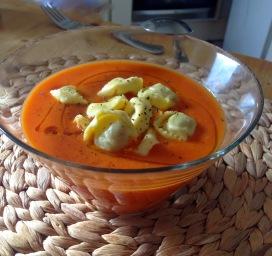 sopa tomate tortellinii