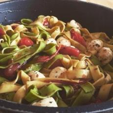 pasta tomates cherry mozzarella fresca