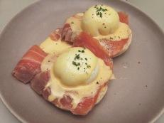 Huevos pochados con salmón ahumado
