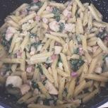 la salsa esté evaporada y la pasta cocida